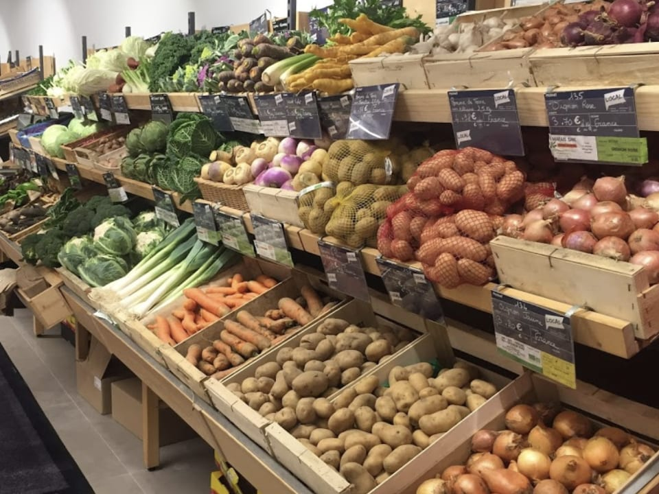 Grocery local organic food Scarab Biocoop Cesson-Sevigne Brittany France Ulocal local product local purchase