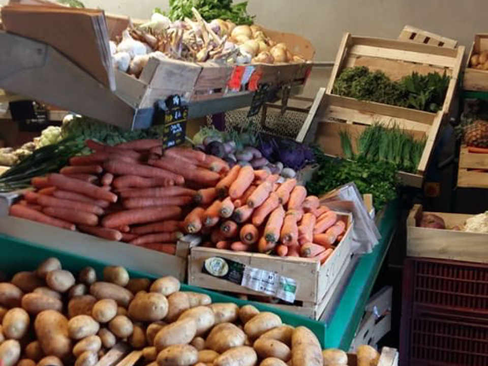 Organic fruit and vegetable market Scop Des Viennes Saint-André-les-Vergers France Ulocal local product local purchase