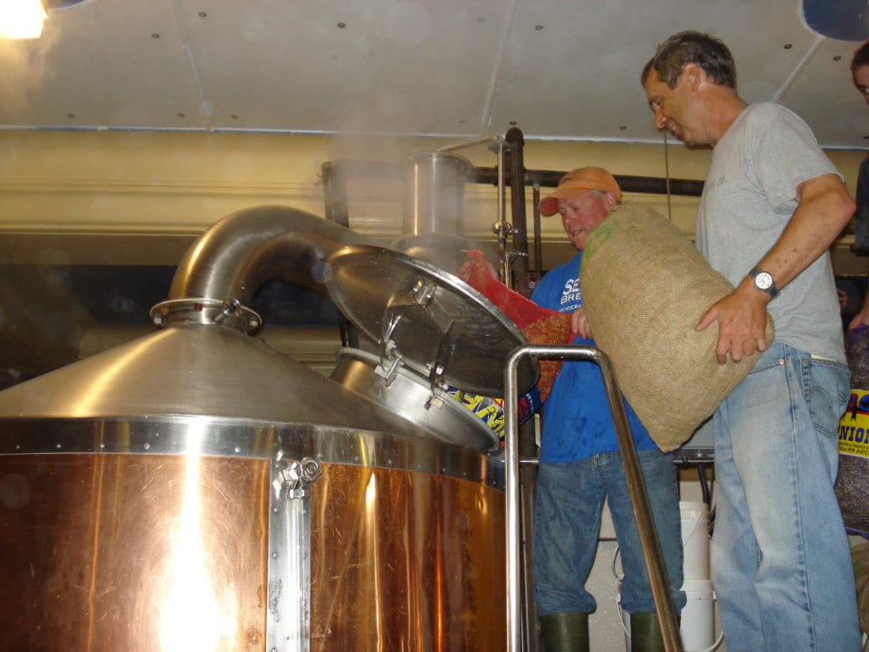 microbreweries beer brewing plant fresh ingredients beer draft sea level brewing port williams nova scotia canada ulocal local products local purchase local produce locavore tourist