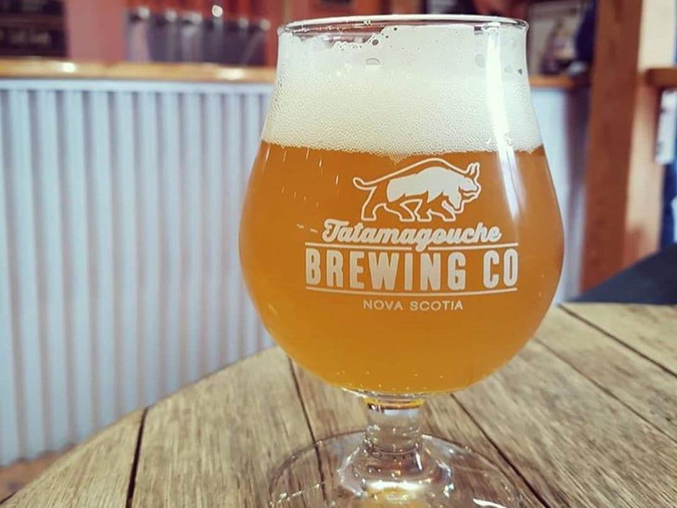 microbrasseries bière en fût organique blonde brasserie terrasse 5 à 7 happy hour tatamagouche nouvelle-écosse canada ulocal produits locaux achat local produits du terroir locavore touriste