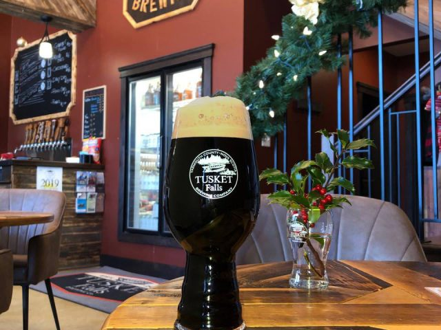 microbreweries taproom glass draft dark beer brewing bar happy hour service tusket Falls Brewing co tusket nova scotia canada ulocal local products local purchase local produce locavore tourist
