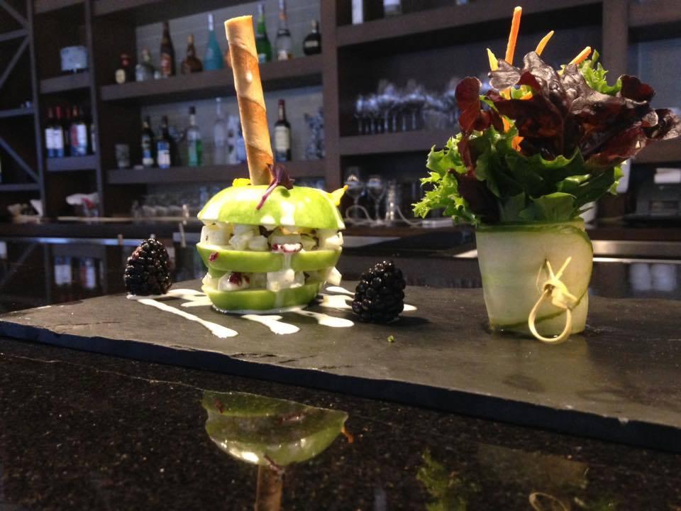 restaurant salade pomme verte bar west coast grill and oyster bar nelson nelson colombie britannique canada ulocal produits locaux achat local produits du terroir locavore touriste