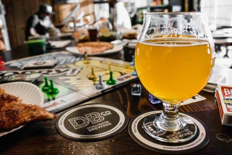 Microbrasserie verre de bière Dorchester Brewing Company Dorchester Massachusets États-Unis Ulocal produit local achat local