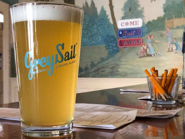 Microbrasserie verre de bière Grey Sail Brewing of Rhode Island Westerly Rhode Island États-Unis Ulocal produit local achat local