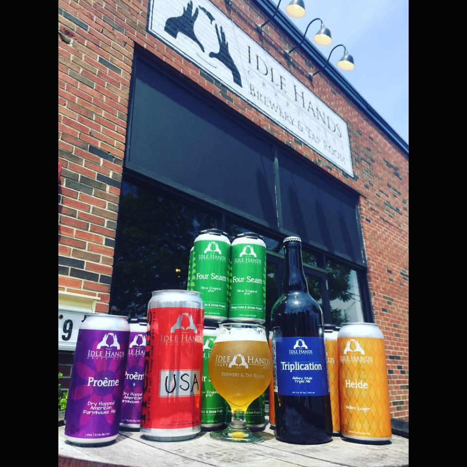 Microbrasserie canettes de bière Idle Hands Craft Ales Malden Massachusetts États-Unis Ulocal produit local achat local