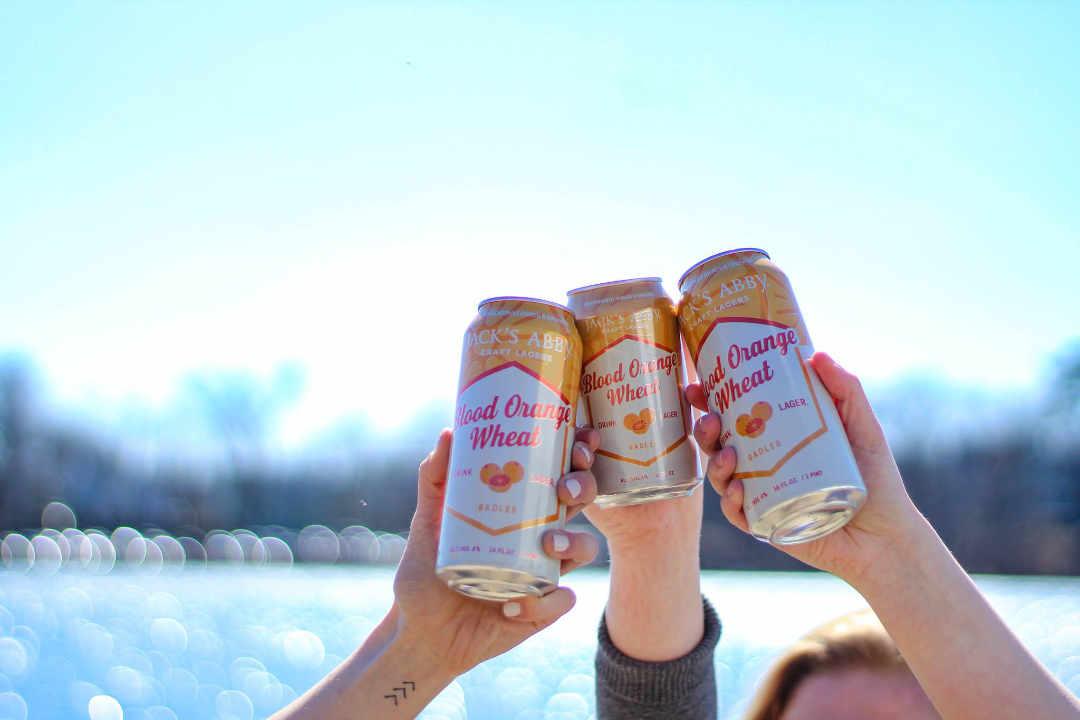 Microbrasserie canettes de bière Jack's Abby Craft Lagers Framingham Massachusetts États-Unis Ulocal produit local achat local