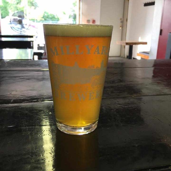 Microbrasserie verre de bière Millyard Brewery Nashua New Hampshire États-Unis Ulocal produit local achat local