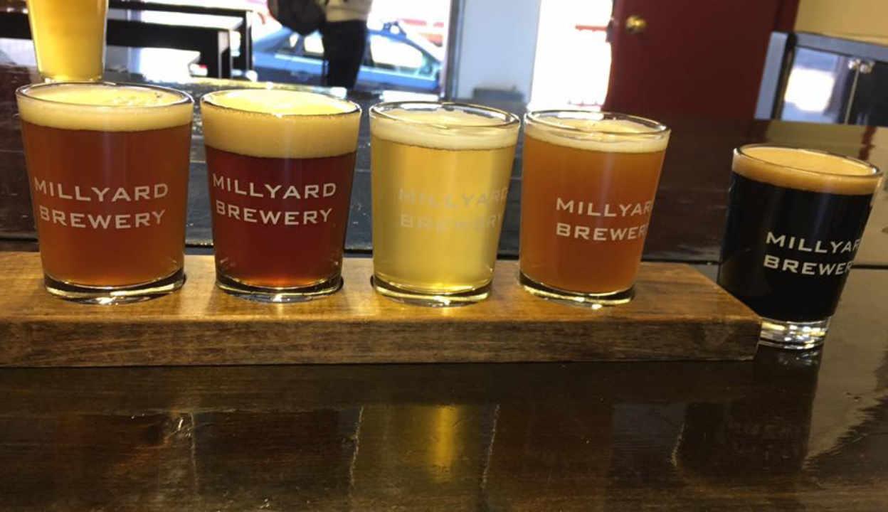 Microbrasserie verres de bière Millyard Brewery Nashua New Hampshire États-Unis Ulocal produit local achat local