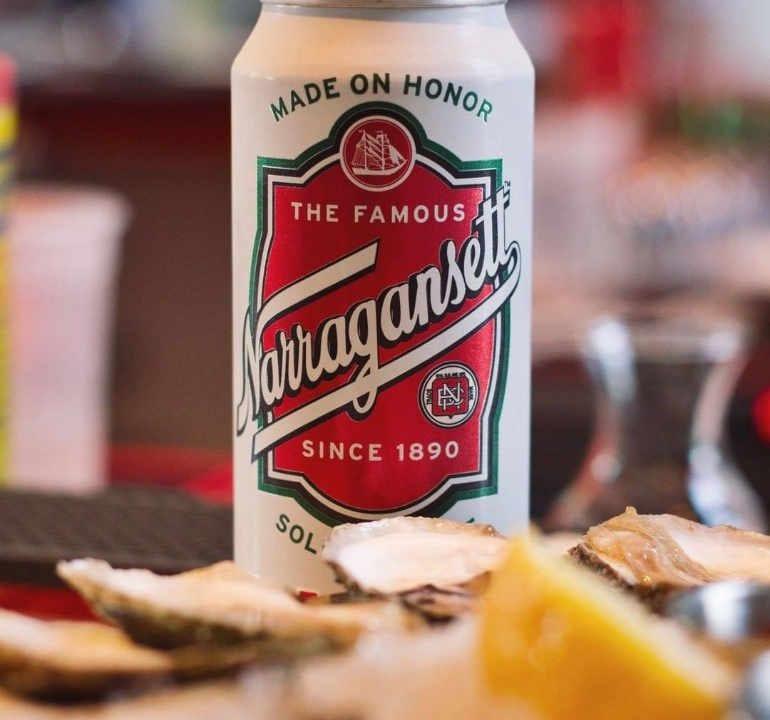 Microbrasserie canette de bière Narragansett Beer Company Pawtucket Rhode Island États-Unis Ulocal produit local achat local
