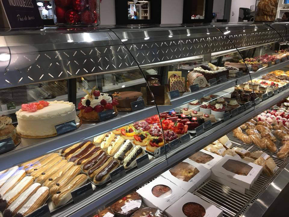 artisan bakeries refrigerated displays of pastries boulangerie levain no.5 saint-jean-sur-richelieu quebec canada ulocal local products local purchase local produce locavore tourist