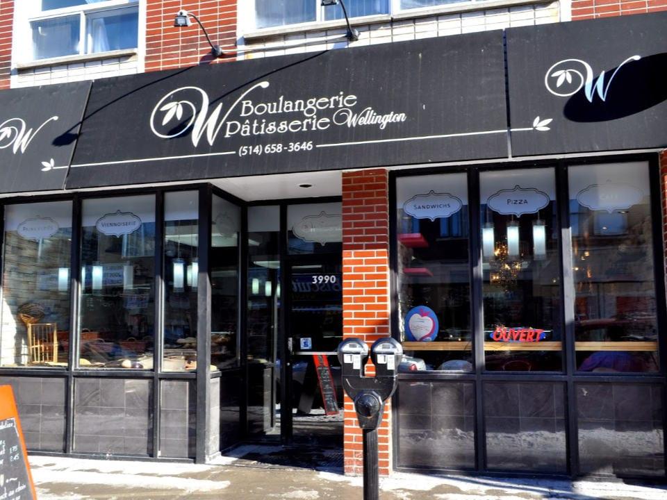 boulangerie artisanale façade extérieure vitrée de la boulangerie boulangerie pâtisserie wellington verdun québec canada ulocal produits locaux achat local produits du terroir locavore touriste