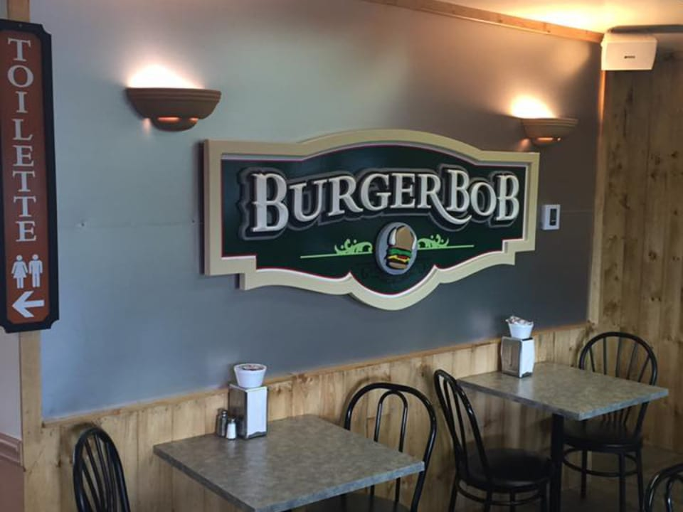 restaurant restaurant interior table and chair burger bob hemmingford quebec canada ulocal local products local purchase local produce locavore tourist