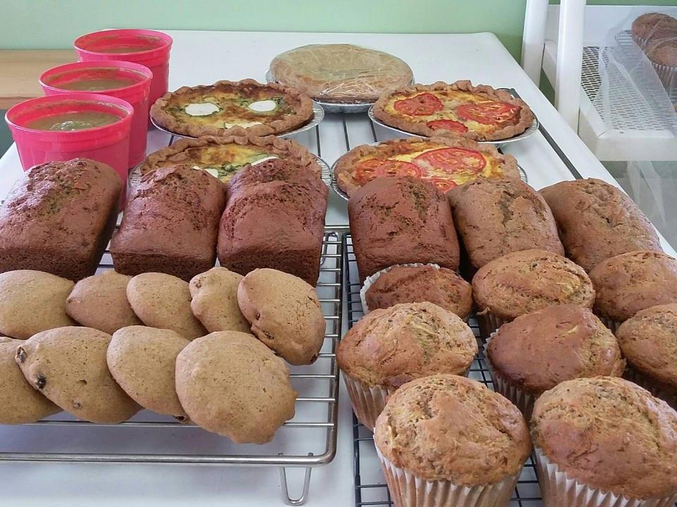 marché de fruits et/ou légumes plateau de muffins biscuits tartes quiches soupes fait maison ferme ste-catherine sherbrooke québec canada ulocal produits locaux achat local produits du terroir locavore touriste