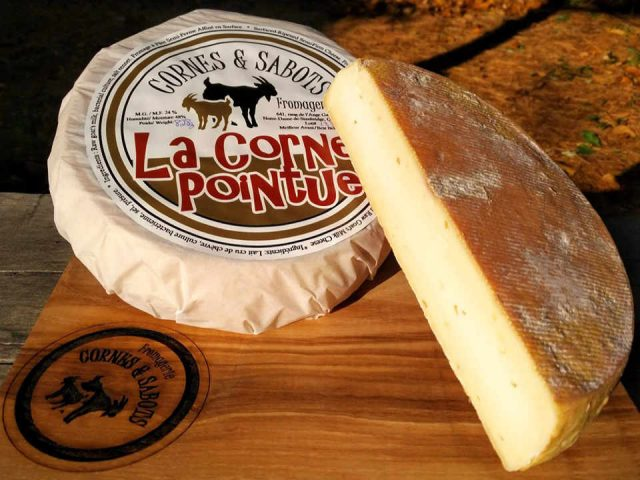 Cheese dairy Feeding cheese Horns and hooves Notre-Dame-de-Stanbridge Ulocal local produce local purchase local produce