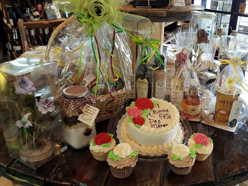 cheese factories gift ideas in the boutique cake cupcakes vinaigrette maple products artisan craft fromagerie du terroir de bellechasse saint-vallier quebec canada ulocal local products local purchase local produce locavore tourist