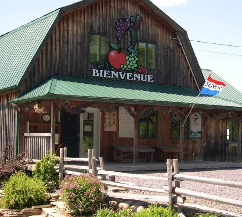 Vineyard alcohol food The Artisans du Terroir Saint-Paul-d'Abbotsford Quebec Ulocal local product local purchase local product