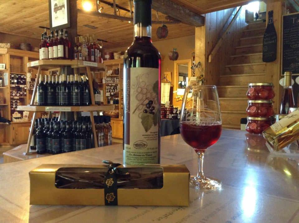 Vignoble alcool alimentation Les Artisans du Terroir Saint-Paul-d'Abbotsford Québec Ulocal produit local achat local produit du terroir