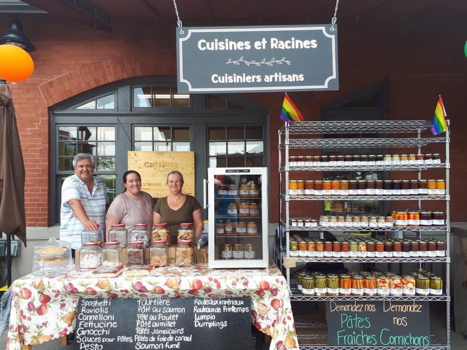 public markets kiosk cusine et racines with the people responsible for this kiosk marché de la gare de sherbrooke sherbrooke quebec canada ulocal local products local purchase local produce locavore tourist