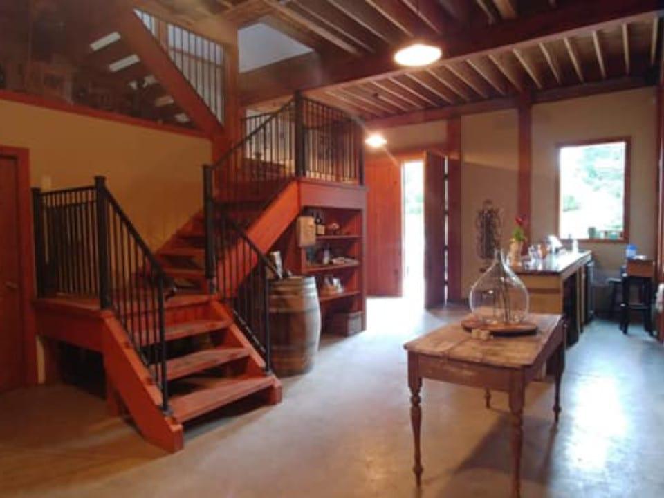 vignoble salle de dégustation et boutique sur 2 étages millstone winery nanaimo colombie britannique canada ulocal produits locaux achat local produits du terroir locavore touriste