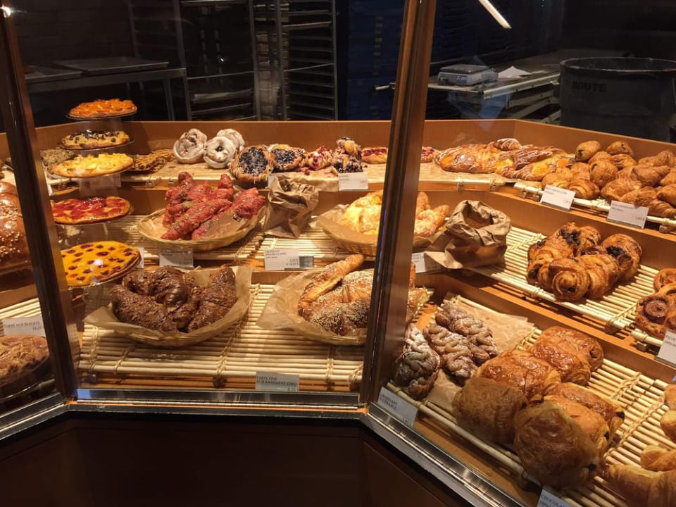 artisan bakeries pastry display stands première moisson dix30 brossard quebec canada ulocal local products local purchase local produce locavore tourist