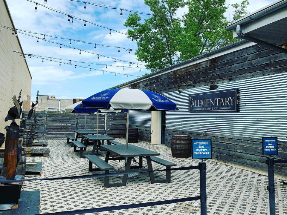 Microbrasserie terrasse The Alementary Brewing Co. Hackensack New Jersey États-Unis Ulocal produit local achat local