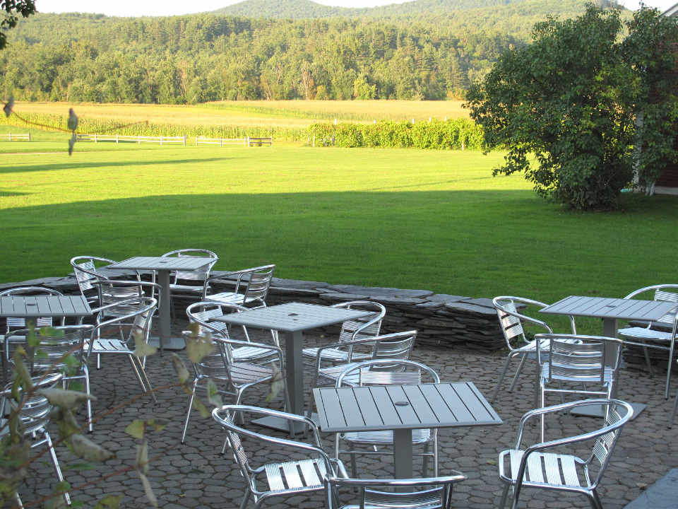 Vignoble patio Boyden Valley Winery & Spirits Jeffersonville Vermont États-Unis Ulocal produit local achat local