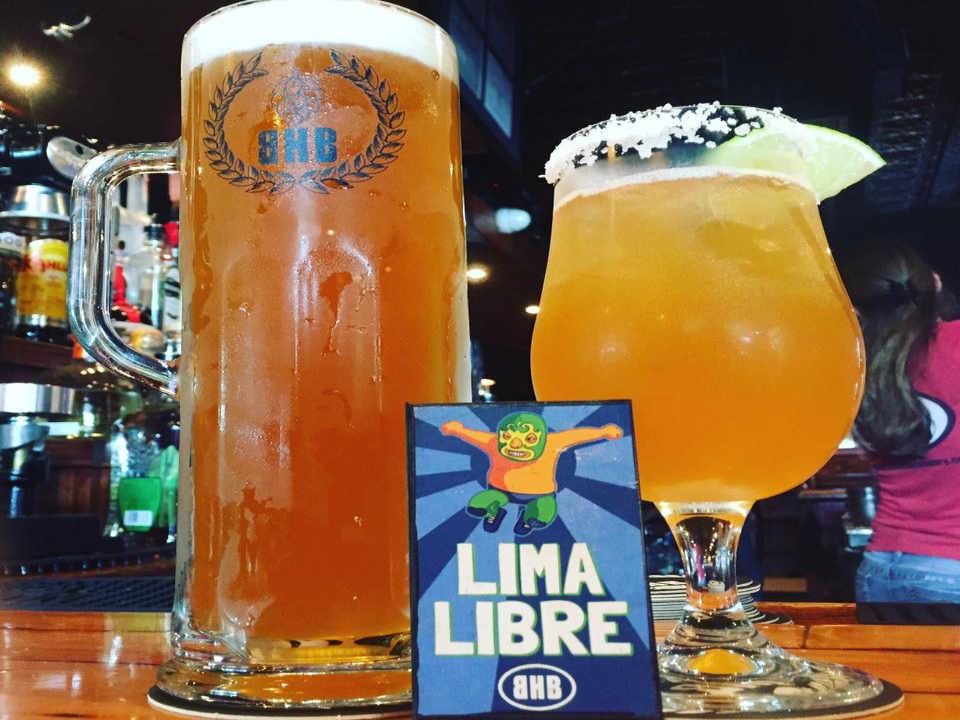 Microbrasserie verres de bière Brickhouse Brewery Patchogue New York États-Unis Ulocal produit local achat local