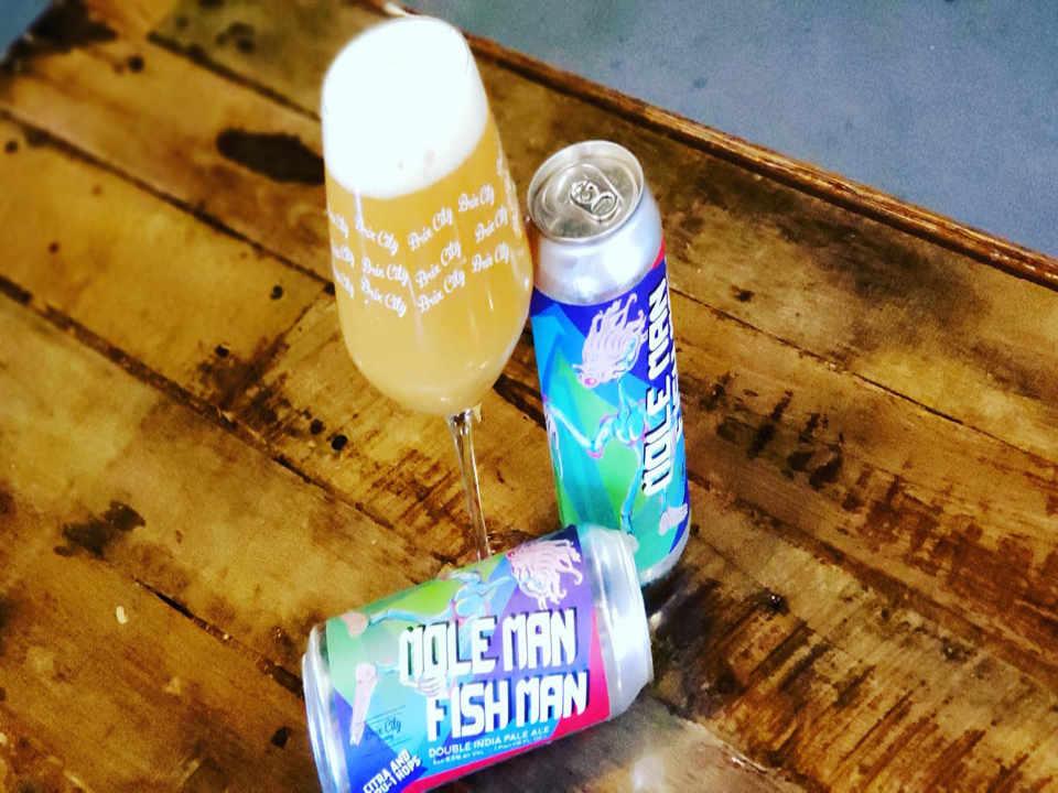 Microbrasserie verre et canettes de bière Brix City Brewing Little Ferry New Jersey États-Unis Ulocal produit local achat local