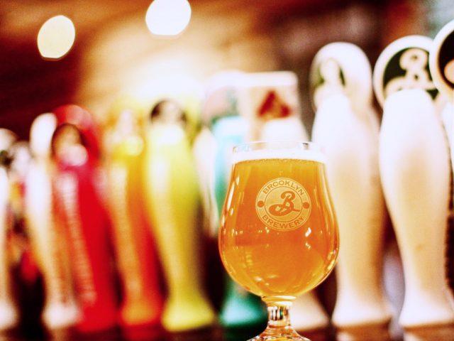 Microbrasserie verre de bière Brooklyn Brewery Brooklyn New York États-Unis Ulocal produit local achat local