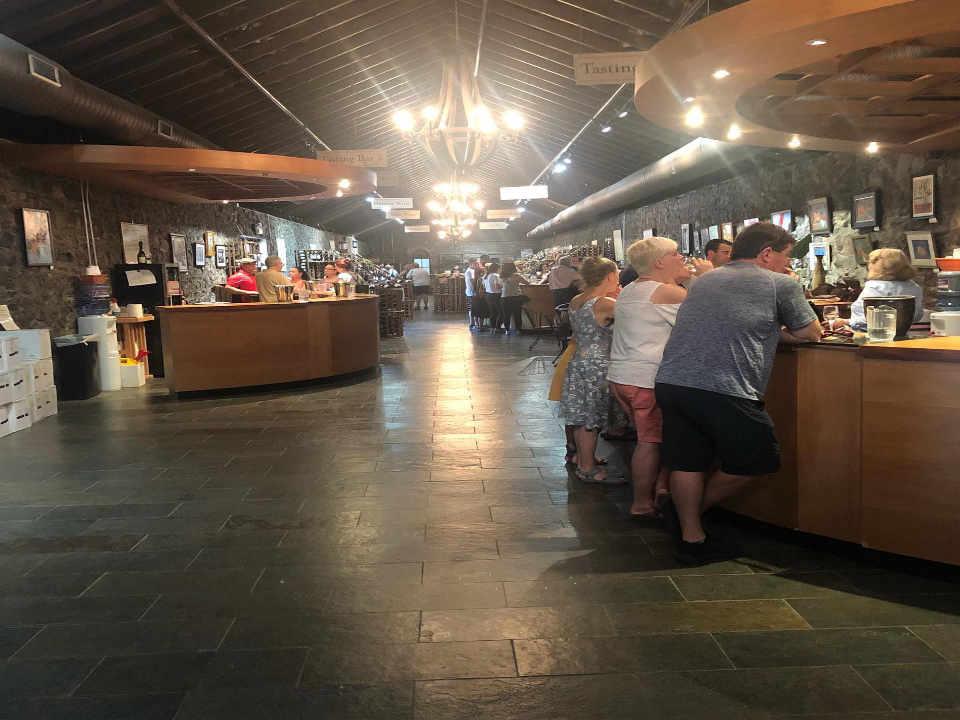 Vignoble salle de dégustation Brotherhood Winery Washingtonville New York États-Unis Ulocal produit local achat local