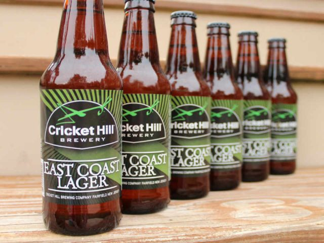 Microbrasserie bouteilles de bière Cricket Hill Brewery Fairfield New Jersey États-Unis Ulocal Produit local Achat local