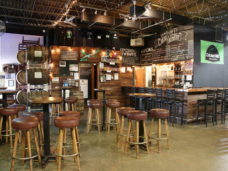 Microbrasserie salle de dégustation Cricket Hill Brewery Fairfield New Jersey États-Unis Ulocal Produit local Achat local