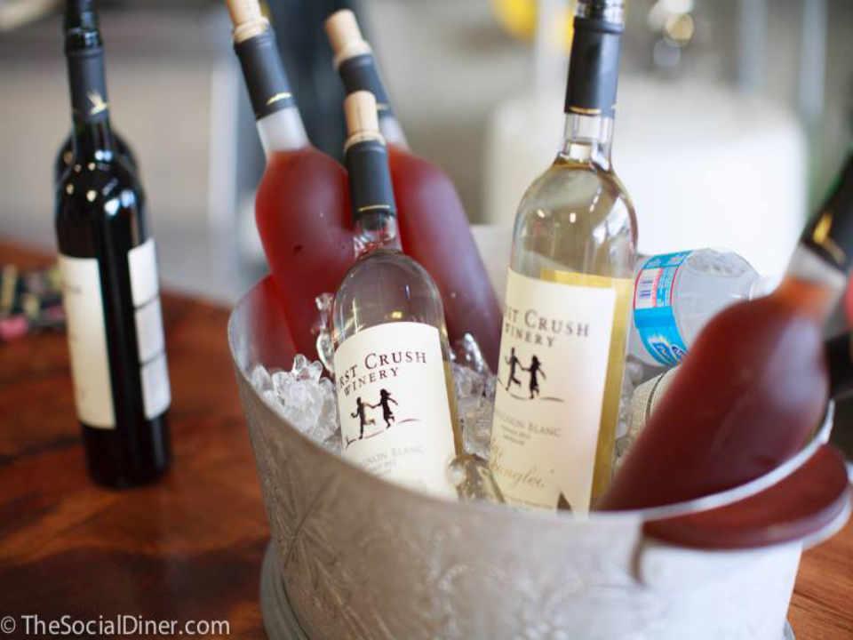 Vignoble bouteilles de vin First Crush Winery Harwich Massachussets États-Unis Ulocal produit local achat local