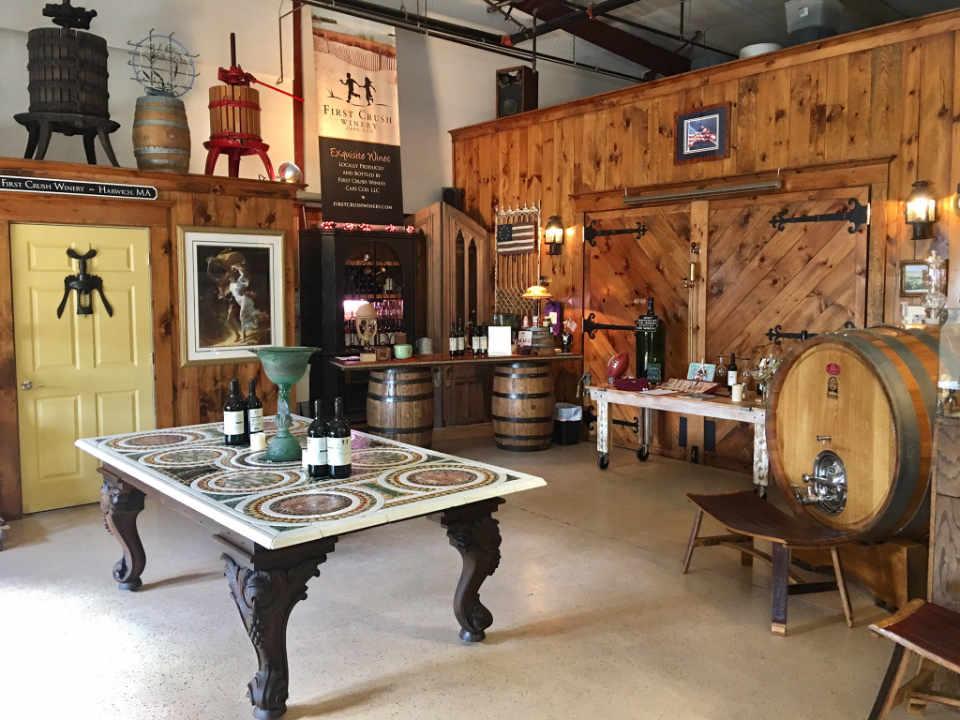 Vignoble salle de dégustation First Crush Winery Harwich Massachussets États-Unis Ulocal produit local achat local