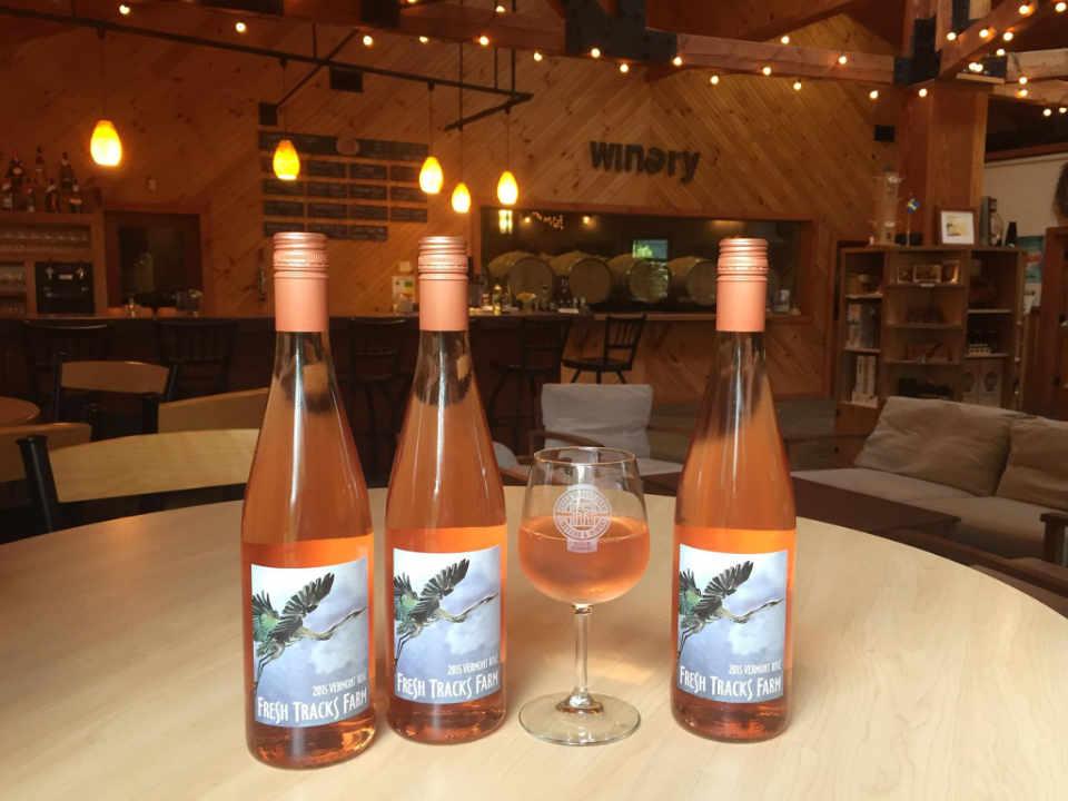 Vignoble bouteilles de vin Fresh Tracks Farm Vineyard & Winery Berlin Vermont États-Unis Ulocal produit local achat local