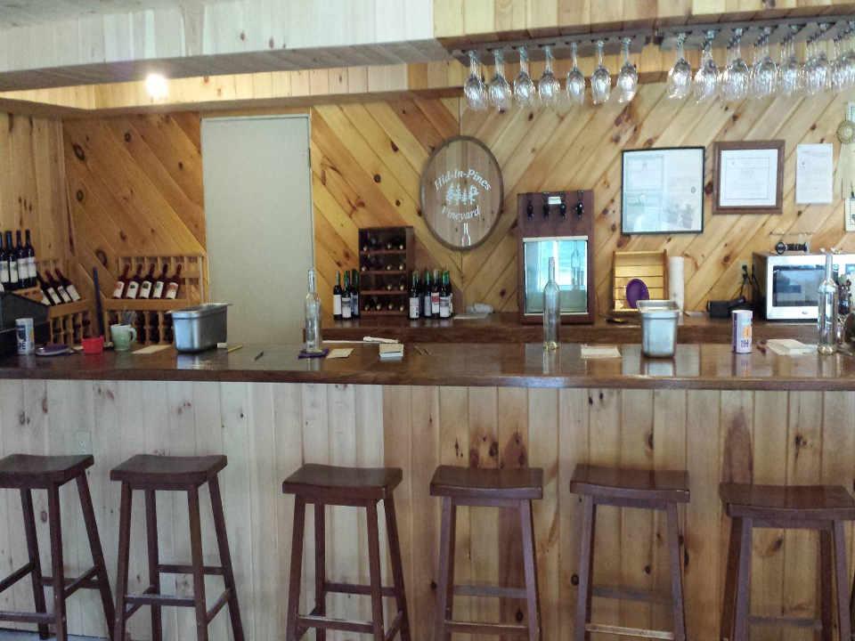 Vignoble salle de dégustation Hid-In-Pines Vineyard Morrisonville New York États-Unis Ulocal produit local achat local