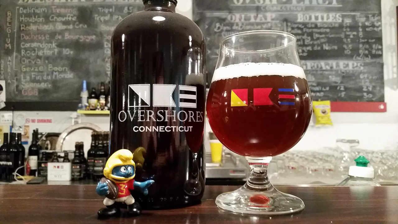 Microbrasserie verre et bouteille de bière Overshores Brewing Co. East Haven Connecticut États-Unis Ulocal produit local achat local