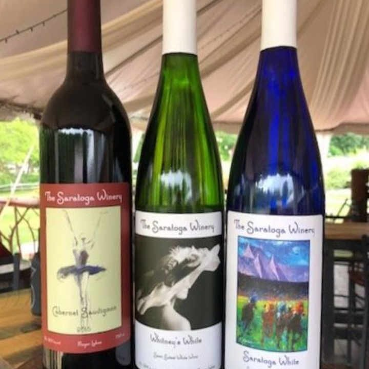 Vignoble bouteilles de vin The Saratoga Winery & Tasting Room Saratoga Springs New York États-Unis Ulocal produit local achat local