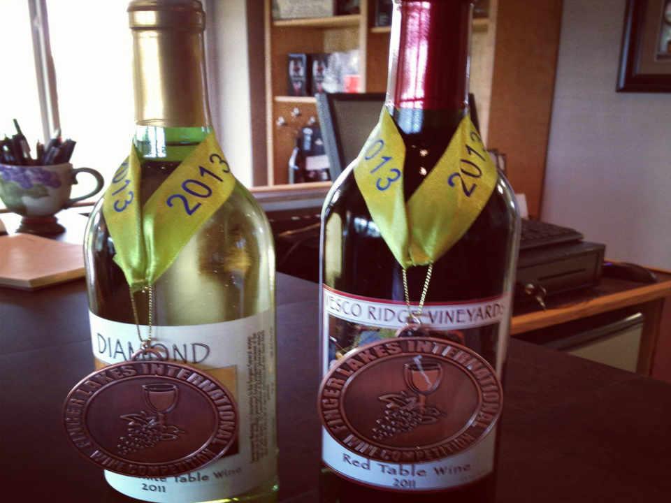 Vignoble bouteilles de vin Vesco Ridge Vineyards West Chazy New York États-Unis Ulocal produit local achat local
