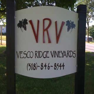 Vignoble enseigne Vesco Ridge Vineyards West Chazy New York États-Unis Ulocal produit local achat local