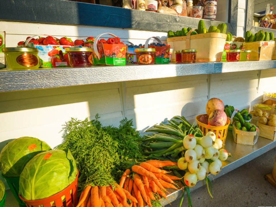 produce picking kiosk of fruits and vegetables ferme guillaume létourneau sainte-famille quebec canada ulocal local products local purchase local produce locavore tourist