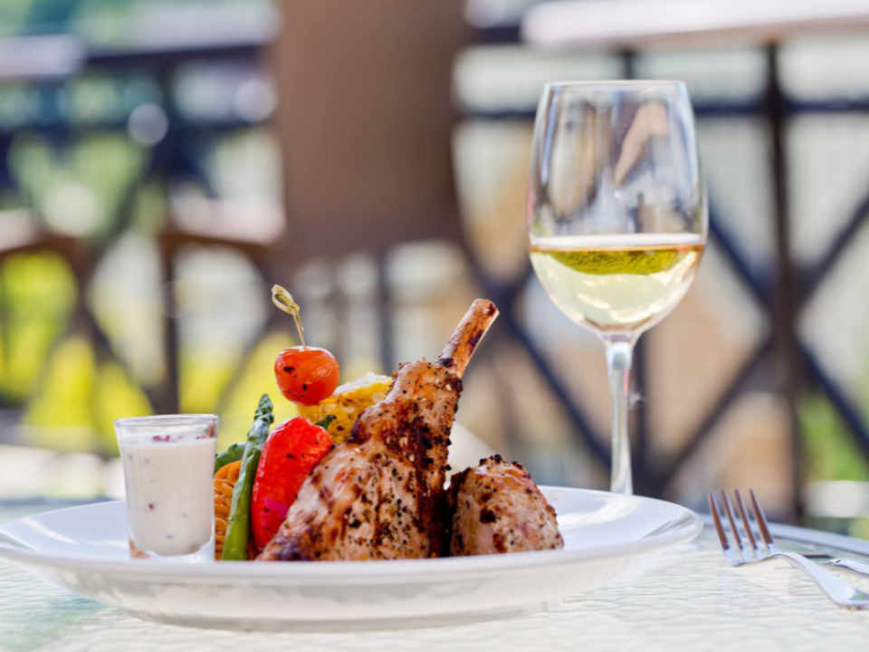 Food Restaurant Le 4 Ducks - Domaine Château-Bromont Quebec Ulocal Local Product Local Purchase