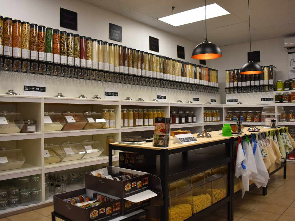 Zero waste food store LE VRAC and Bio L'Étang-du-Nord Quebec Ulocal local product local purchase
