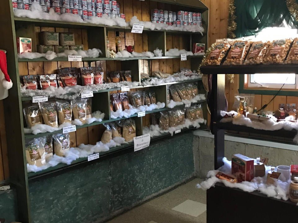 boutique étalage de produits d'érable et sous-produits dans la boutique produit de l'érable st-ferdinand b irlande québec canada ulocal produits locaux achat local produits du terroir locavore touriste
