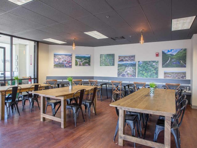 Restaurant Dining Room City Moose Café & Catering Nashua New Hampshire United States Ulocal Local Product Local Purchase