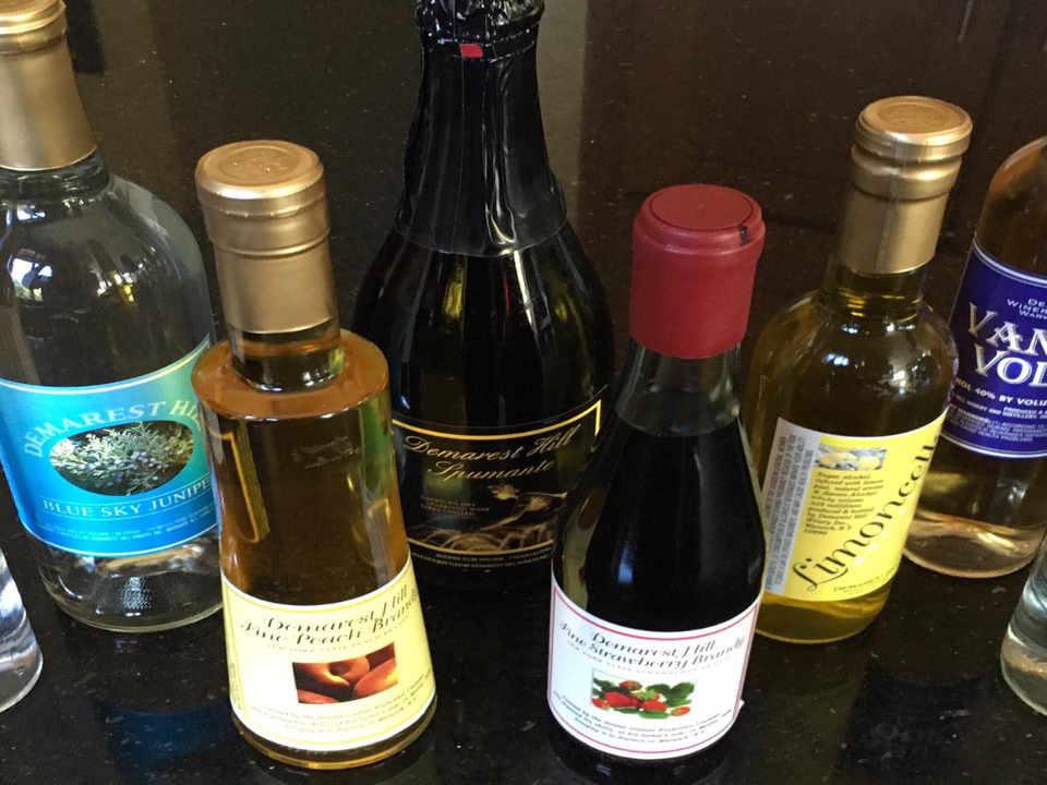 Vignoble bouteilles de vin Demarest Hill Winery & Distillery Warwick New York États-Unis Ulocal produit local achat local