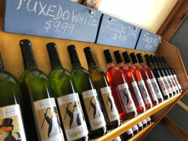 Vignoble bouteilles de vin Penguin Bay Winery Hector New York États-Unis Ulocal produit local achat local