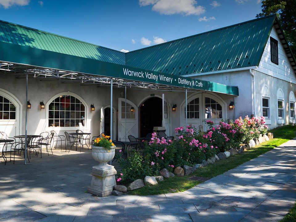 Vignoble salle de dégustation Warwick Valley Winery & Distillery Warwick New York États-Unis Ulocal produit local achat local