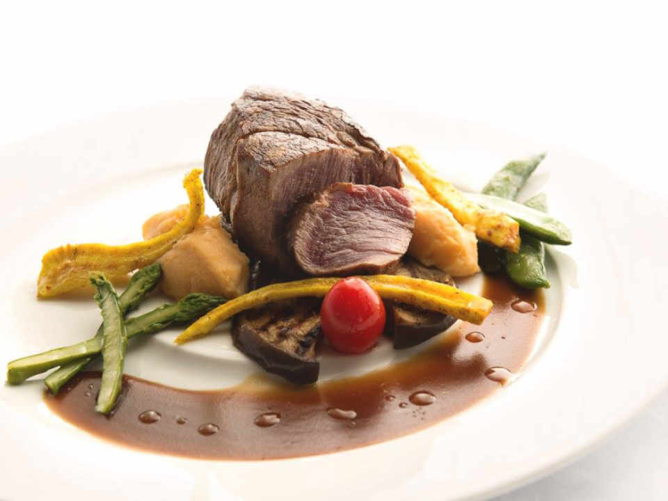 Restaurant food Auberge Des 21 & Spa La Baie Quebec Ulocal local product local purchase