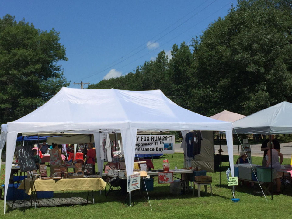 public markets nice day here at the market beautiful blue sky kiosks and customers constance bay community market woodlawn ontario canada ulocal local products local purchase local produce locavore tourist